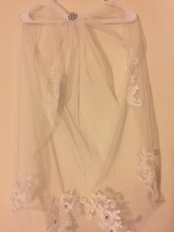 1 Tier White Wedding Floral Bridal veil elbow With Veil with Comb 210ebff4-8e55-4d87-88fa-eea2aa7157fe