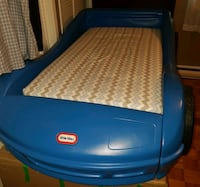 blue Little Tikes car bed frame with matress 783 km