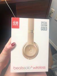 Gold Beats Solo 3 Wireless Headphones- Brand new in packaging Washington, 20036