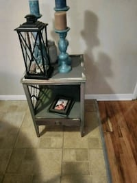 Side table destressed very cute Wichita, 67216
