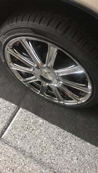 Chrome multi-spoke car wheel with tire Las Vegas, 89122