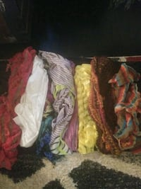 New and like new scarf's bundle quantity 7