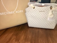 Brand new Michael Kors purse  Ladner, V4K 1B1