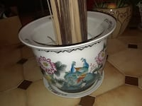 POT EN CERAMIQUE AVEC BRANCHES DECORATIVES/CERAMIC POT WITH DECORATIVE BRANCHES 793 km