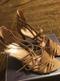Vince Camuto brown leather open-toe heeled sandals size 10 Sacramento, 95816