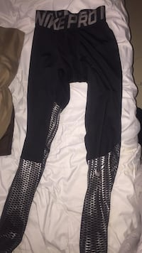 black and white Nike pants Whitby, L1R 1S7
