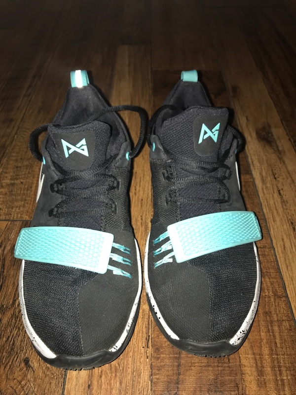 sports shoes 0a0e1 17ac0 Used Unpaired black and white nike low-top sneaker for sale - letgo