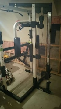 Lat pulldown/seated row machine. Barrie, L4N 8V3