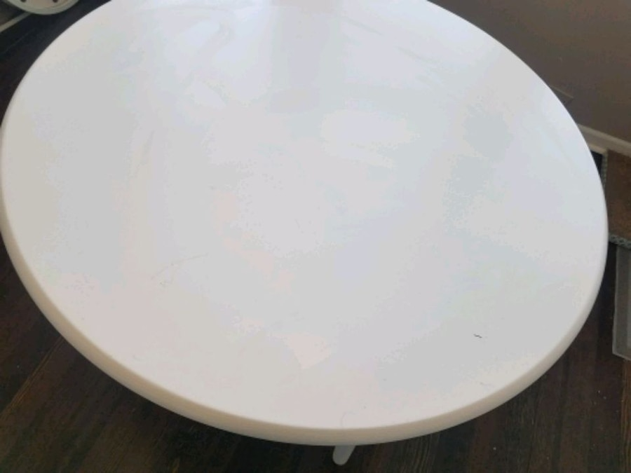Photo White MCM Dining Room Table
