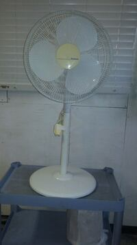18in stand up acculating fan.  Whitchurch-Stouffville, L4A 1K9