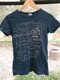 black crew-neck shirt Nanaimo, V9R 1S4