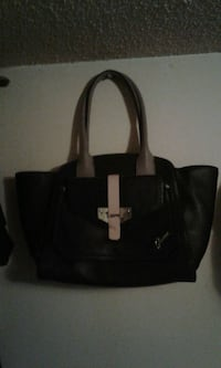 Large Guess purse/tote Calgary, T2A 1W1