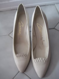 Moving Sale:  Offwhite NEW Leather Shoes - 9M - Caressa, Spain Mississauga