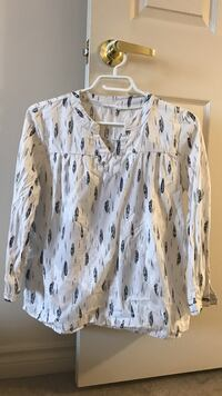 women's black and white long-sleeved blouse London, N6H 4W1