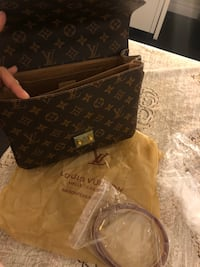 LV Brand new with shoulder straps