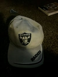 white and black Oakland Raiders fitted cap Pueblo, 81001
