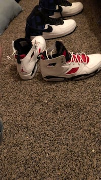 Red and white jordans size 9 Janesville, 53546
