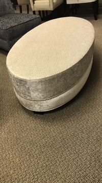 Oval white ottoman with Studs Vaughan, L4L 5X7