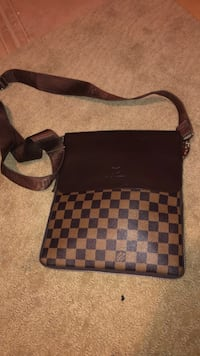 Black and gray checkered louis vuitton leather crossbody bag Toronto, M1G 1R9