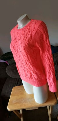 Forever 21 Sweater  Size L (Fits more like Medium) Placentia, 92870