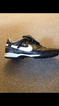 Turf shoes 7.5