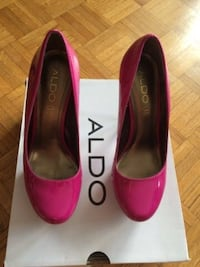New Pair of pink aldo patent leather stilettos with box size 7.5