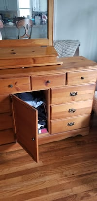 Wood dresser with miror, mirror is separate piece  null