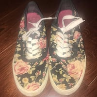 Floral sneakers size 7  Mississauga, L5M 3K4