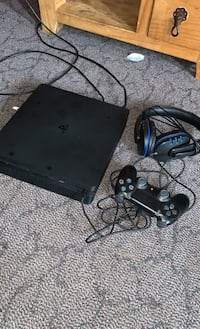 Ps4 slim works perfect comes with controller, headset, and USB charger Brantford, N3P 1X5
