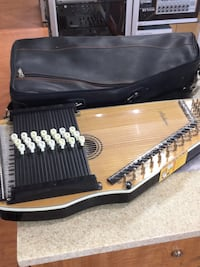 ALABAMA AUTOHARP WITH CASE Toronto, M1H 2A7