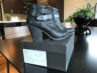pair of black leather booties 3167 km