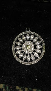 round silver and diamond cluster pendant Grove, 74344