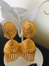 Earrings brand new from a pet and smoke free home for only 35$ Vaughan, L6A 3A5