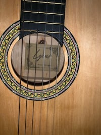 Lyons Guitar/stand