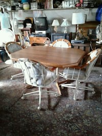 Oak table and chairs Johnstown, 15902