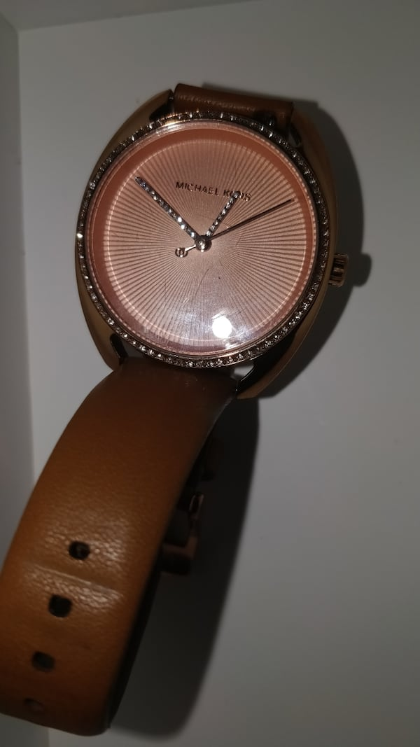 Authentic woman's Michael kors watch(Rose gold)  9ca7a78c-c800-44ac-b34a-4fcaabe5eec5
