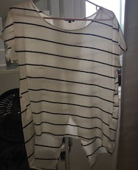 Striped shirt opened in the back size medium  Gatineau, J8T 3J5