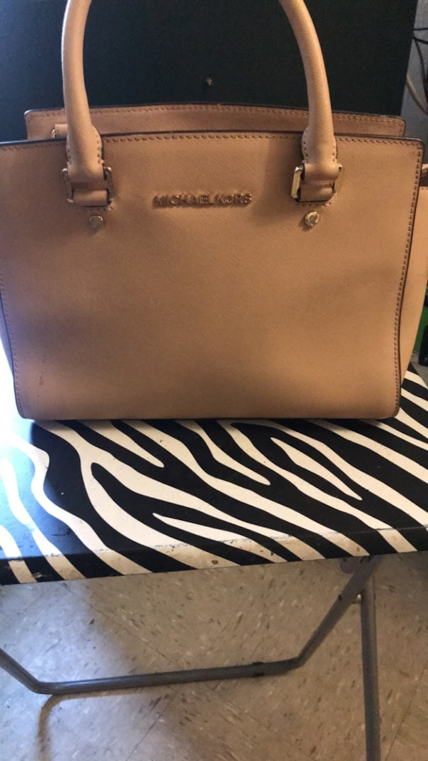 d48ec22022a0 Used women s white leather Michael Kors tote bag for sale in New York -  letgo