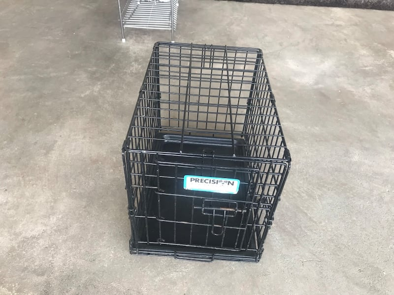 Small dogs cage f804c7eb-babd-4667-8ee8-cd724a48e026