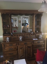 Brown mahogany hutch only the top part is for sale Middletown, 06457