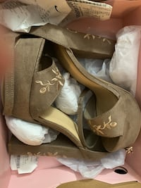 Pair of brown platform stiletto shoes with box San Diego, 92114
