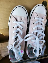 Brand new Converse sz 4 shoes for girls Springfield