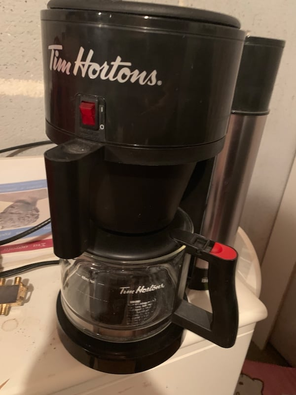 TIM HORTONS COFFEE MAKER!  98027d17-2423-4c6a-981e-64447a7d4ac2