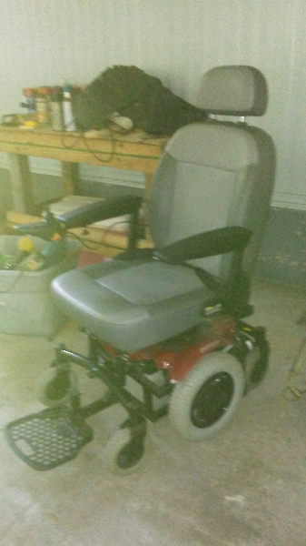 gray and black motorize wheelchair