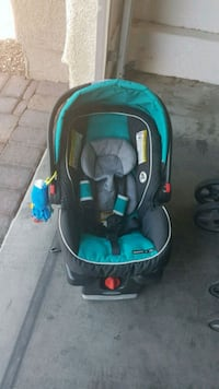 baby's black and blue car seat carrier Las Vegas, 89122