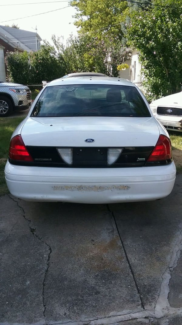 Ford - Crown Victoria - 2010 6