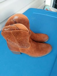 B.O.C Women's Brown Suede Ankle Boots Size 8
