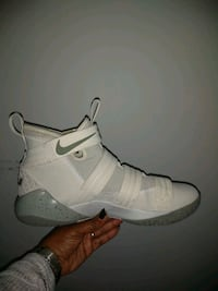 unpaired white Nike basketball shoe Upper Marlboro, 20774