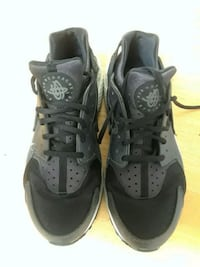 pair of black Nike Huarache Alexandria, 22304