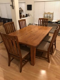 (Irving, Texas) 7 Piece Solid Oak Rustic Dining Table & Chairs  Irving, 75063